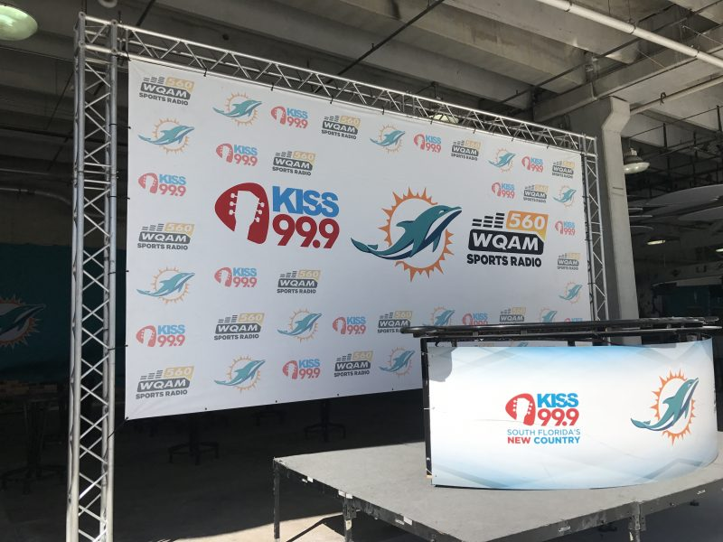 Truss Banners – Promotional Banners – Radio Banners – Step & Repeat – Desk Sign Wraps Have an Event? Need Promotional Signage, Backdrops, or Displays? We are South Florida's Signage & Miami / Broward RUSH Service Sign Experts! Call Us Today We Get It Done. (954) 908-5883 :: info@darkhorsemiami.com